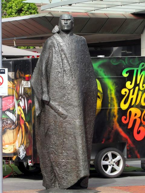 Estatua dedicada al pueblo maorí