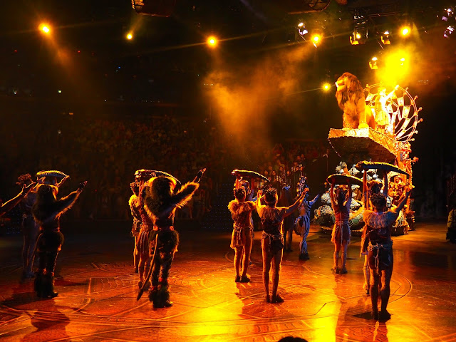 Scene from the Festival of the Lion King stage show in Adventureland | Disneyland Hong Kong