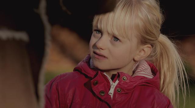 La pequeña actriz sorda de 6 años en un fotograma del corto The Silent Child
