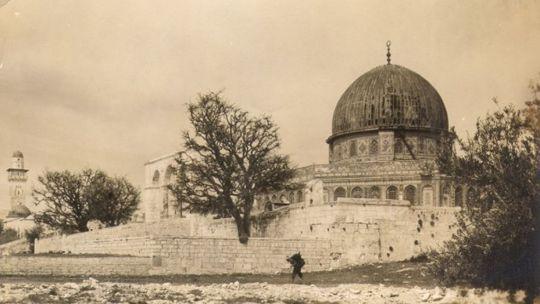 Cúpula de la roca en total abandono antes del establecimiento del Estado de Israel