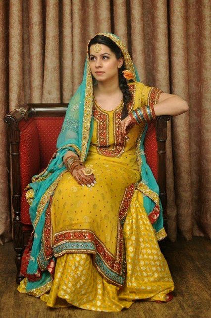 Mehndi Outfits 2017 : Mehndi dresses for bride by pakistani designers