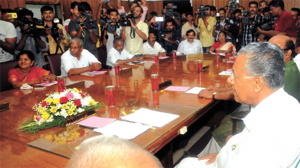Bus charge to increase by Re One; Decision in cabinet meeting, Thiruvananthapuram, Cabinet, Pinarayi vijayan, Chief Minister, Students, Report, News, Kerala