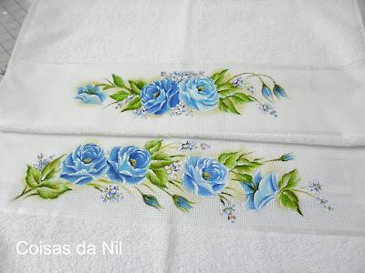jogo de tolhas com pintura de rosas azuis