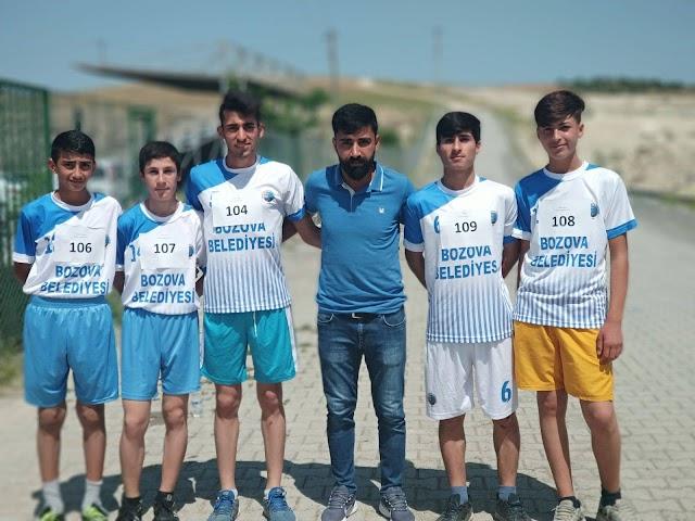Gençler voleybol ve kros yarışları yapıldı