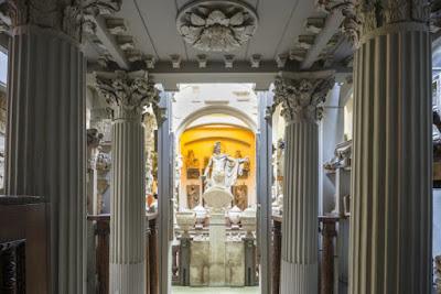 Tο πιο εκκεντρικό μουσείο του Λονδίνου και οι κατακόμβες του
