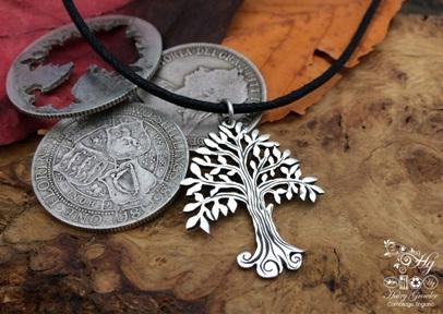 Daur ulang koin logam menjadi liontin kalung