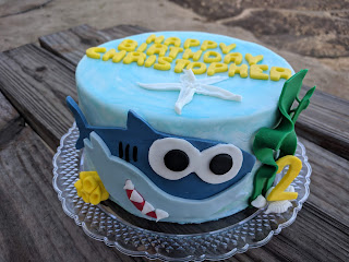 I Used A Template To Make My Baby Shark The Underwater Plants Are Just Some Free Form Green Fondant Made Shells From Play Doh Mold For Pasta