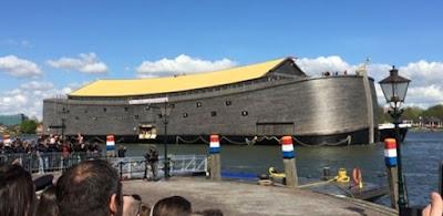 Johan Huibers, evangélico, holandês de 58 anos, constrói réplica da Arca de Noé e vem ao Brasil durante Olimpíadas para realizar palestras no interior da embarcação e distribuir Bíblias para crianças.