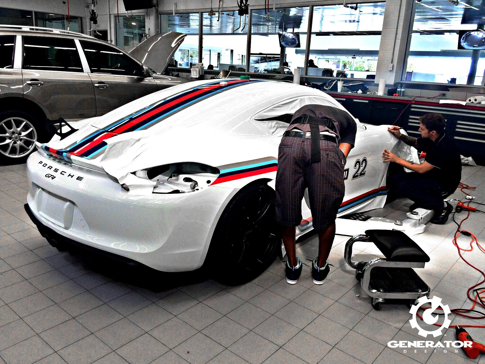 porsche cayman gt4 looks spot on with martini racing. Black Bedroom Furniture Sets. Home Design Ideas