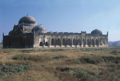 Warga Hindu Garis Keras Tuntut Kuil Dibangun di Atas Reruntuhan Masjid