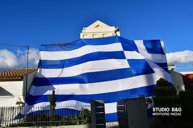 Ελληνική σημαία σε σπίτι στην Αργολίδα 140 τ.μ. (βίντεο)