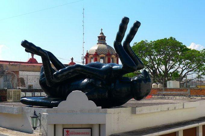 Escultura gigante mosca