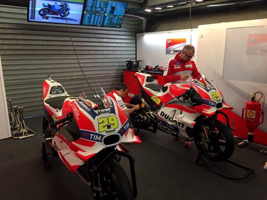 Winglet Ducati terlihat semakin bertambah besar di latihan bebas 1 MotoGP Le Mans 2016 . .
