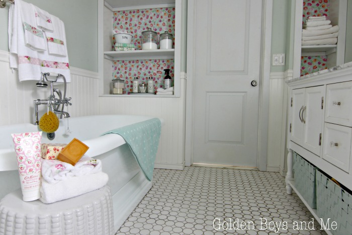 Lots of ideas for adding cottage style vintage charm to bathroom - www.goldenboysandme.com