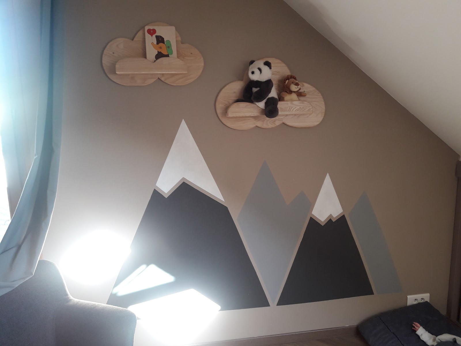 V Comme Violette La Chambre De Bebe Peinture Montagne