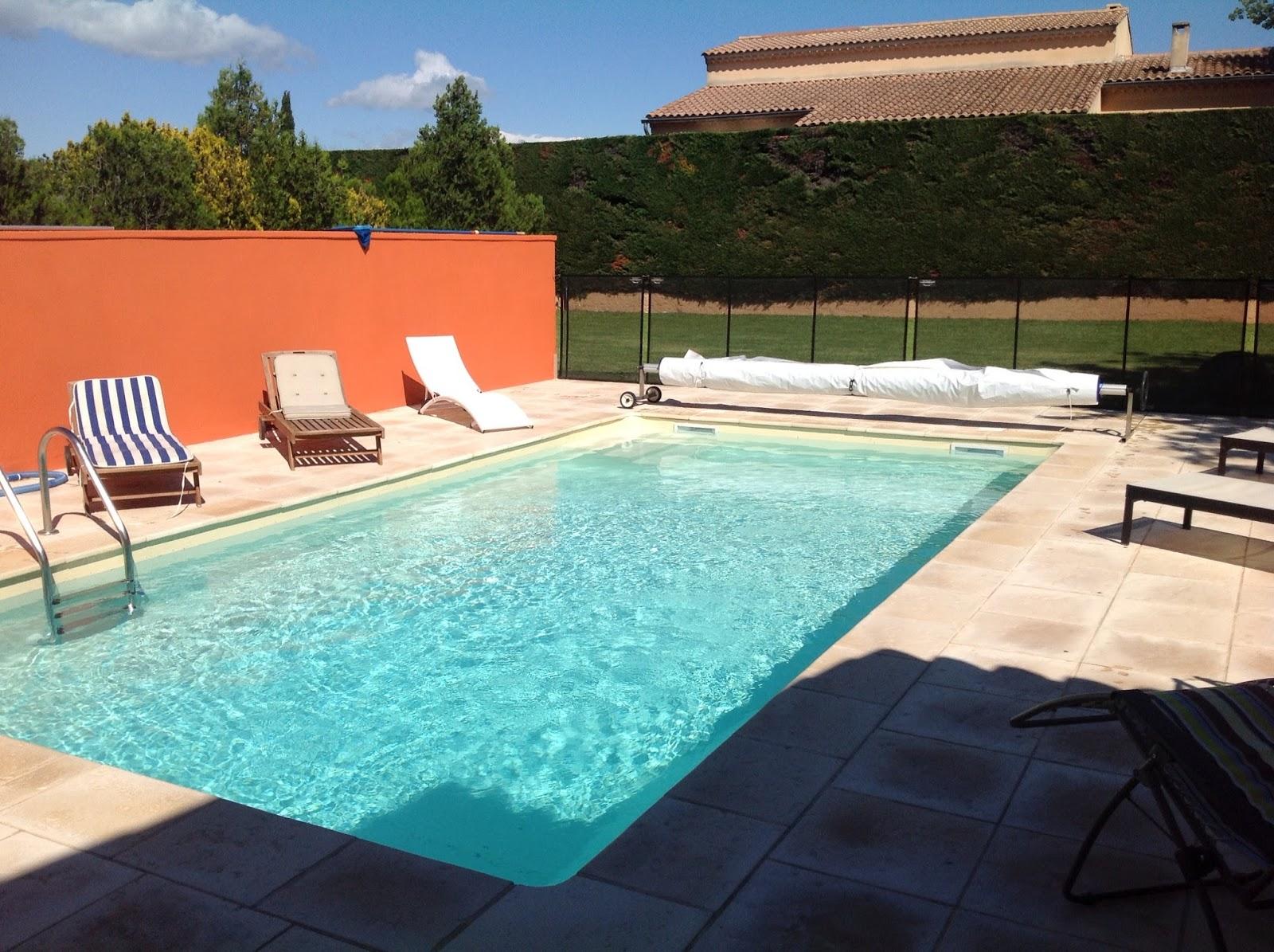 Mazan sous le soleil de provence la piscine for Piscine 3 05 x 0 91