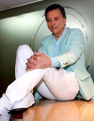 Foto de  Palito Ortega sentado
