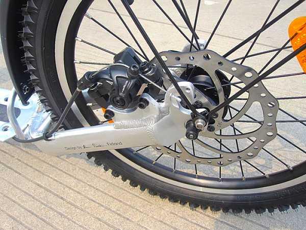 trottinette Kickbike Cross Mas Disc 18, détail du frein arriere a disque