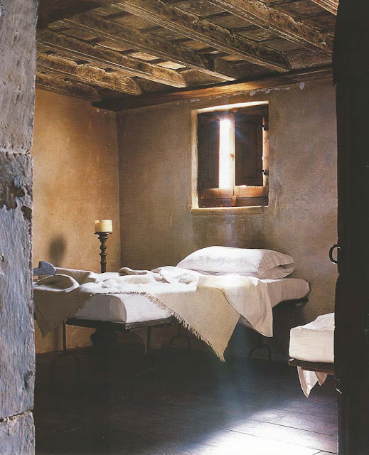 Monastic Simplicity-bedroom image via Cote Sud Dec05-Jan06 edited by lb for l&l