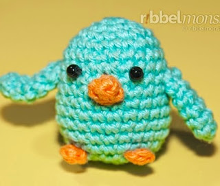 http://translate.googleusercontent.com/translate_c?depth=1&hl=es&prev=search&rurl=translate.google.es&sl=en&u=http://ribbelmonster.com/amigurumi-crochet-little-birds-schirp&usg=ALkJrhjnd6euoqxdEYfwjUCjH3GxZ1pmvw
