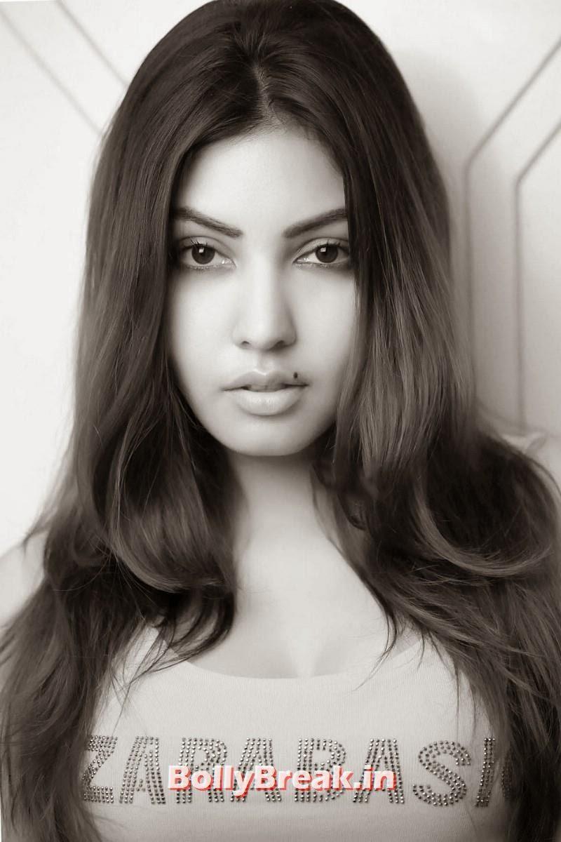 9, Komal Jha in Tank Top ZaraBasic - Hot Pics