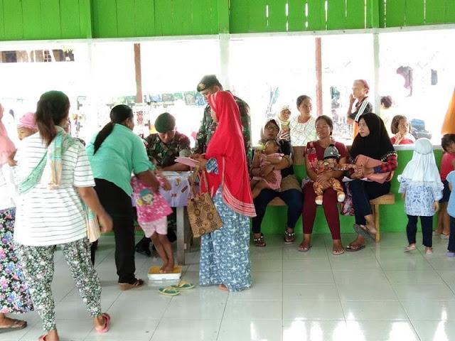 Dari Pedalaman Keerom, Satgas Yonif PR 328 Kostrad Bantu Kegiatan Posyandu di Kampung Arso