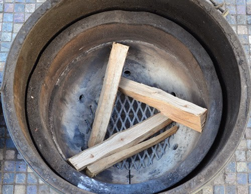 smoking kamado, smoking BGE, how to use wood in a kamado