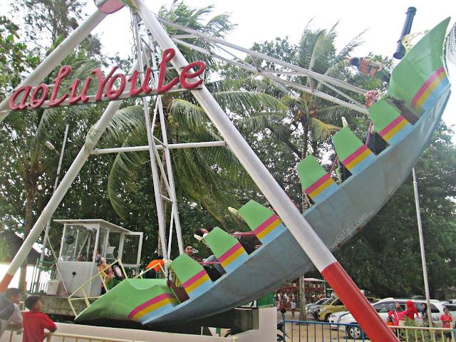 Permainan di di Mimi Land (Wisata Pantai Batu Payung) di Bengkayang
