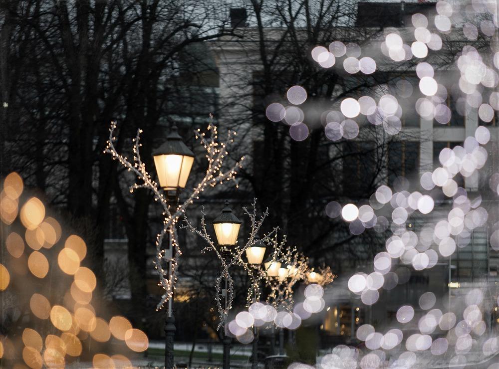 Helsinki, Uusivuosi, streetphotography, valokuvaus, valokuvaaja Frida Steiner, arkkitehtuuri, ardhitecture, Suomi, Finland, visitfinland, visithelsinki, Esplanadi, jouluvalot, valot