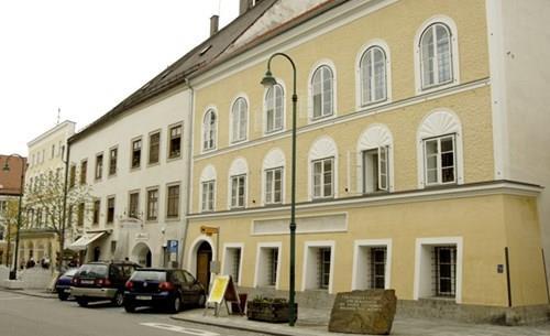 Австриските власти ќе ја уриваат родната куќа на Адолф Хитлер