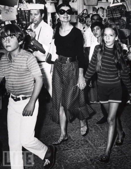 jacqueline-kennedy-Onassis-and-children