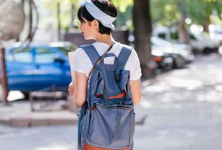 Tips Memakai Tas Sesuai Postur Tubuh