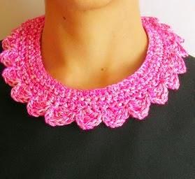 http://chabepatterns.com/free-patterns-patrones-gratis/jewelry-joyeria/crochet-collar-collar-tejido/