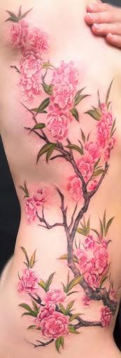 Muito suavemente fechou de flor de cerejeira da tatuagem. Você quase pode sentir a maciez das pétalas com a forma leve e inocente, o projeto é criado. Verdadeiramente belo e capta a essência das flores de cerejeira. (Foto: Fontes de imagem)