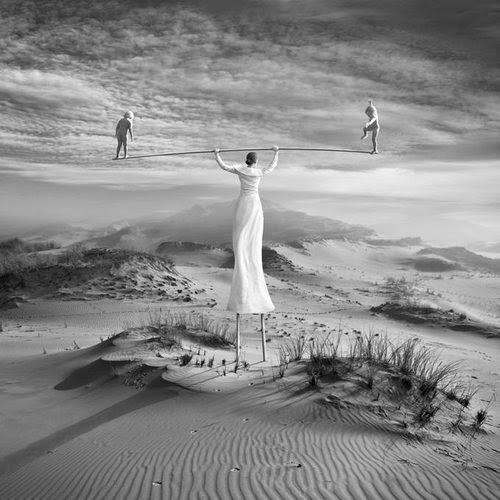 17-Twins-Dariusz-Klimczak-Black-and-White-Surreal-Altered-Reality-www-designstack-co