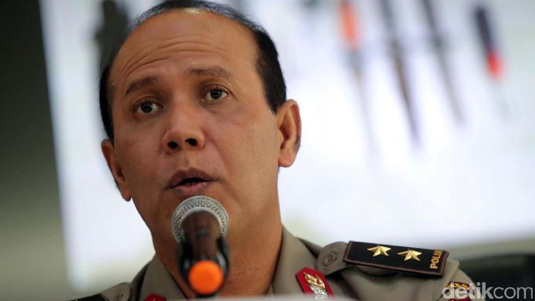 Polri Imbau Warga Tak Terlalu Percaya Survei Pilkada, Netizen: Waktu Paslon 2 Unggul Kok Polisi Tidak Komentar?