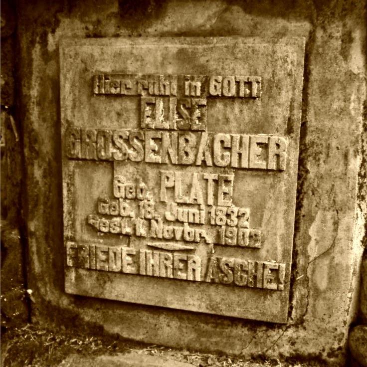 Lápide de Elise Grossenbacher (1832-1902), no Cemitério dos Imigrantes, em Joinville.
