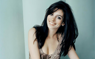 Anne hathaway cute smile wallpapers