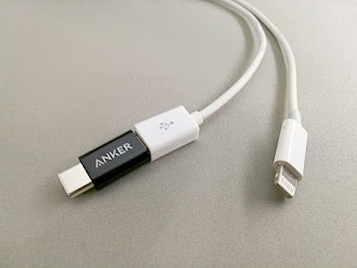 Micro USBケーブルに挿す