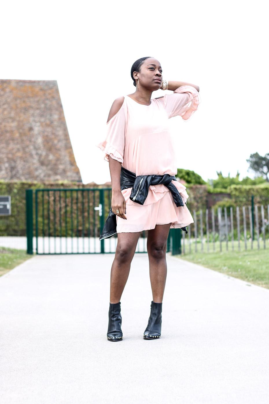 tenue-tendance-avec-une-robe-à-volants