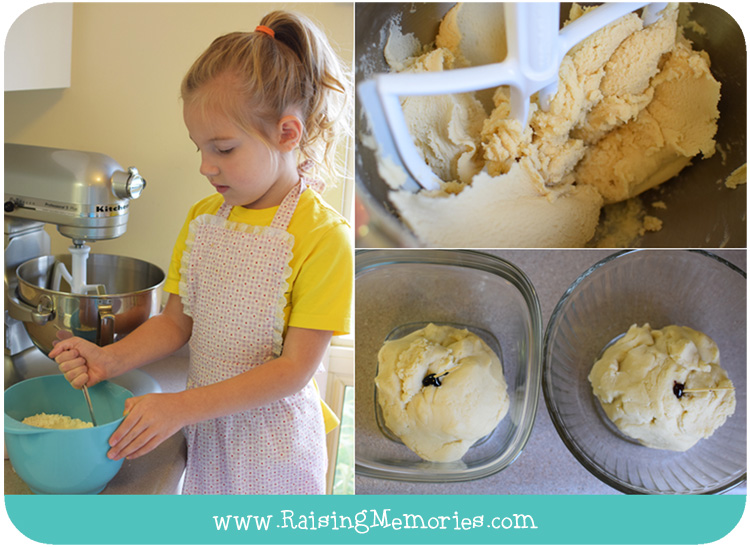 How to Make Christmas Cookies with Kids by www.RaisingMemories.com