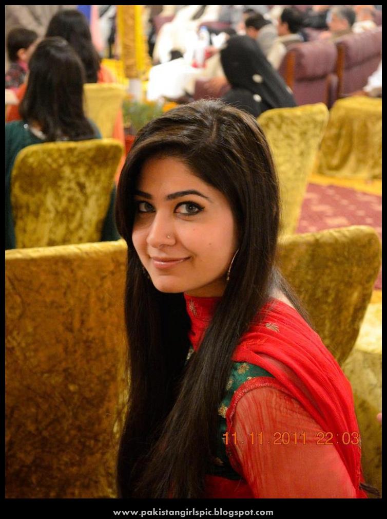 Beautiful loving Pakistani girls photo - Beauty Tips Class