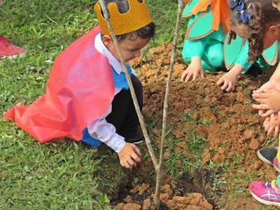Miracatu realiza caminhada literária verde em comemoração ao dia da árvore