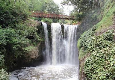 Wisata populer Air Terjun Maribaya Lembang