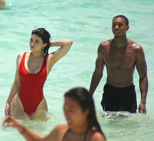 Foto Kylie Jenner Sedang Mandi