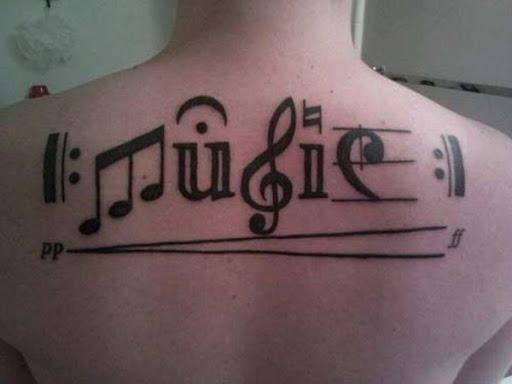 Nota de música desenhos de tatuagem no pescoço