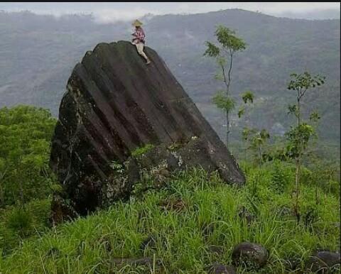 Waw... Gunung Jompong Trenggalek Ternyata Menyimpan Situs Purbakala