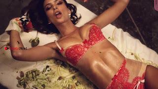 Emily-Ratajkowski-in-Love-Advent-2017-27+%7E+SexyCelebs.in+Exclusive.jpg