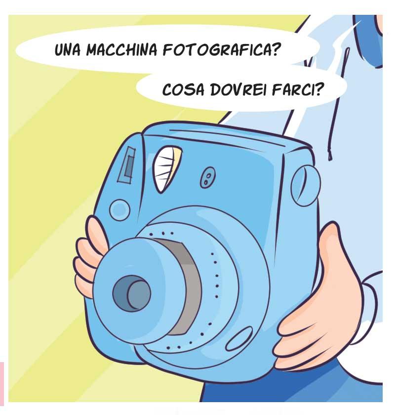 1498eaab5afc Pagina 23. Si parla di foto. Inizialmente avevo pensato a una cara vecchia  Polaroid. Ma era un oggetto troppo vintage in mano a una bimba di 10 anni.
