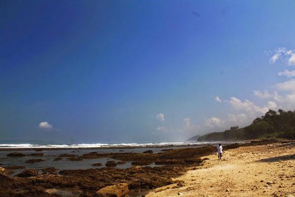 Pasir Putih di Pantai Karapyak (http://ghost-ships.blogspot.co.id/)